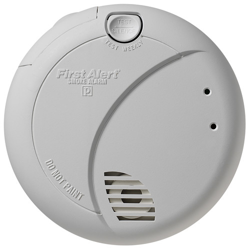 First Alert Smoke Detector with Photoelectric Sensor and Battery Backup by First Alert