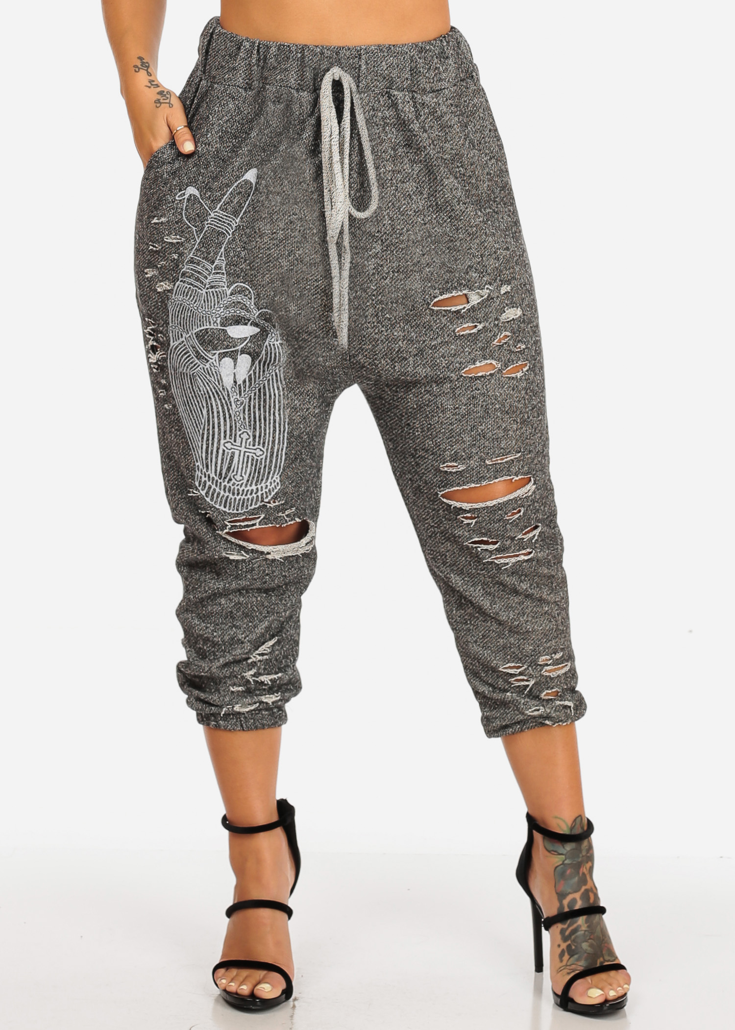 Womens Juniors Graphic Print High Rise Pull On Style Distressed Capri Charcoal Joggers 41341R