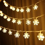 EEEkit Snowflake Lights, Christmas Snowflake LED String Lights 9.8ft Curtain String Light Warm White Waterproof Fairy Lights Battery Powered for Indoor Outdoor Xmas Tree Party Home Bedroom Decor