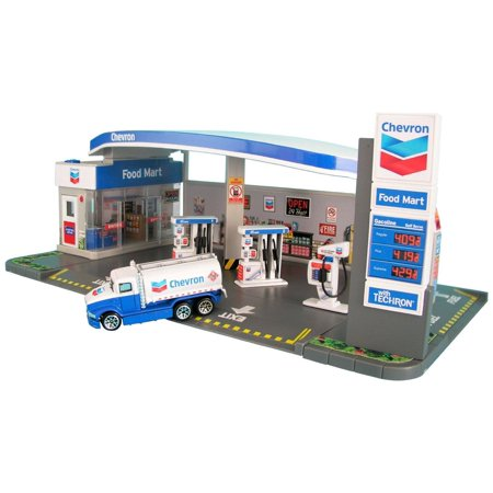 Chevron Gas Station Diorama and Food Mart with Car 1/64 by (Stand Diorama)