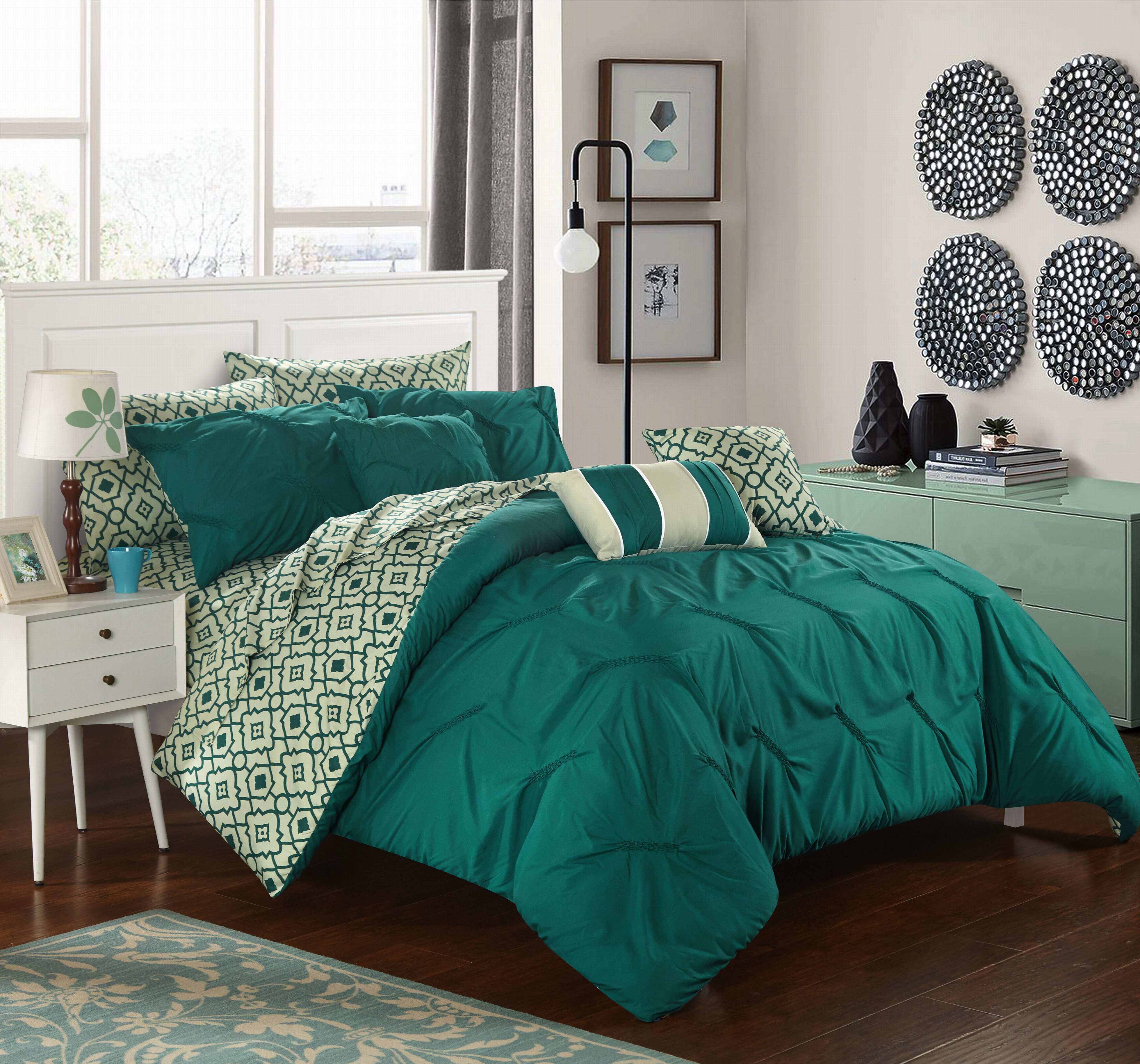 Chic Home 10-Piece Fedel Reversible Bed in a Bag Comforter Set