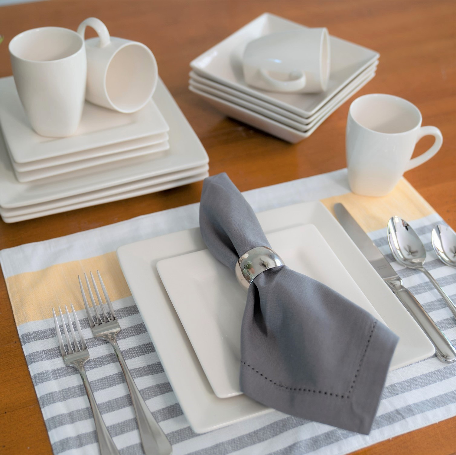 10 Strawberry Street Nova Square 16-Piece Dinnerware Set