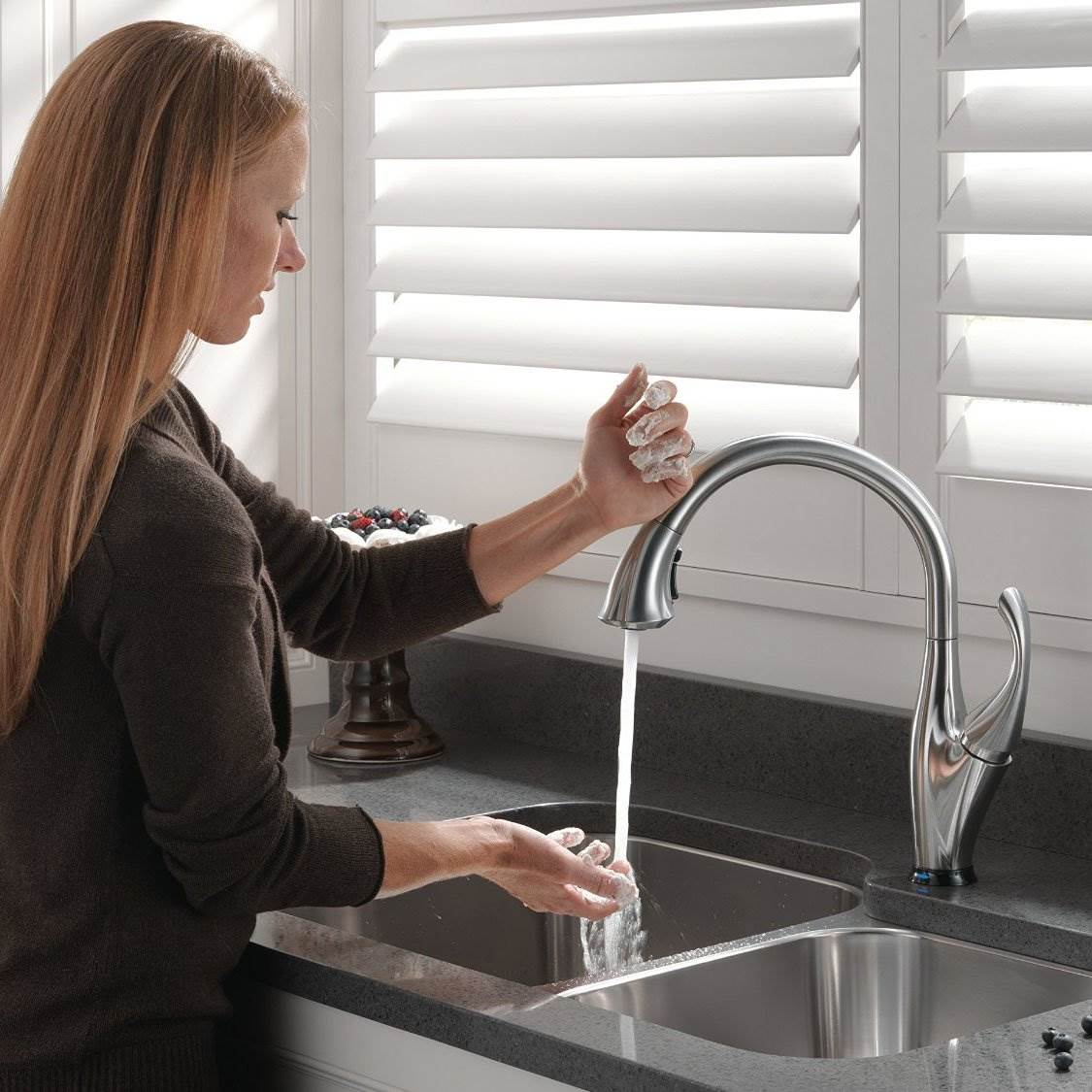 Delta Addison Single Handle Pull Down Kitchen Faucet With Touch And Shieldspray Technologies In Arctic Stainless Walmart Com Walmart Com