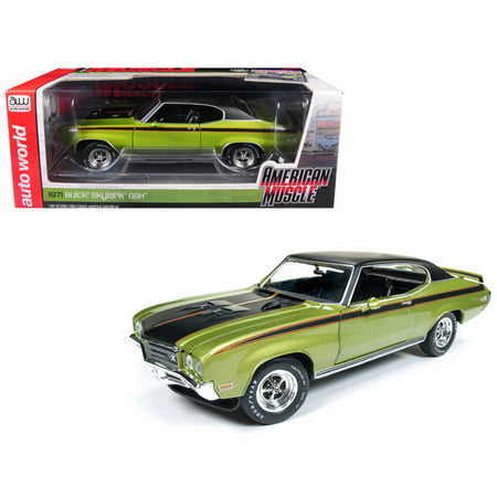 - 1971 Buick Skylark GSX Limemist Green w/ Black Hardtop & Black Stripes Ltd Ed 702 pcs 1/18 Diecast Car by Autoworld