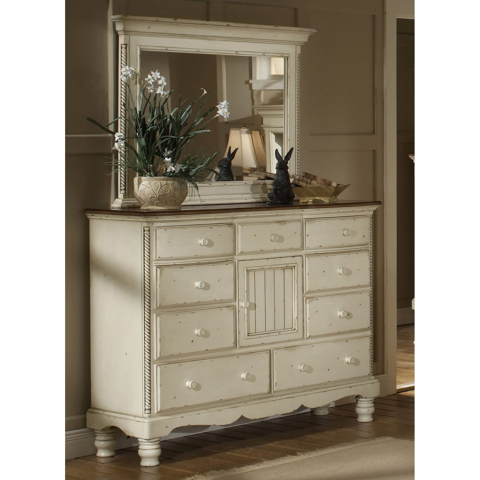Hillsdale Wilshire 9 Drawer Dresser - Antique White