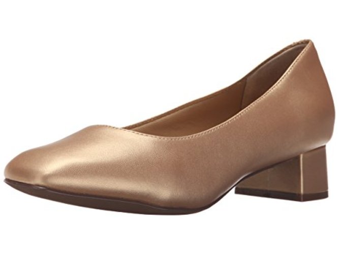 Trotters Womens lola Closed Toe Classic Pumps by Trotters