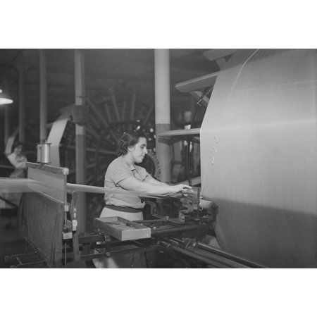 Silk warping at the William Skinner and Sons Silk Mill 1936 Poster Print by Stocktrek Images ()