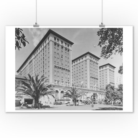 Los Angeles, CA View of Biltmore Hotel and Street Photograph (9x12 Art Print, Wall Decor Travel