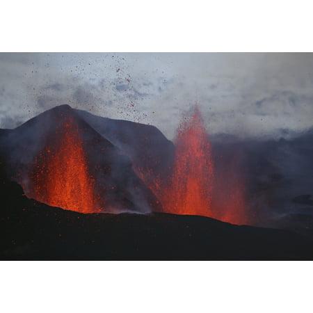 Fimmvorduhals Eruption Lava Fountains Eyjafjallajokull Iceland Canvas Art   Martin Rietzestocktrek Images  17 X 12