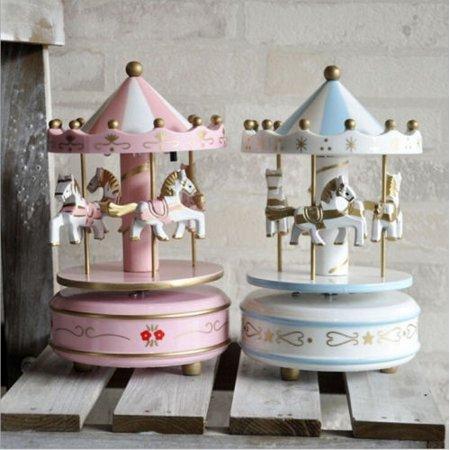 Wooden Carousel 4 Horse Merry-Go-Round Wind-Up Mechanical Music Box Fashion Gifts