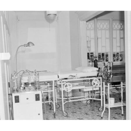 Empty hospital ward with medical equipment Canvas Art - (24 x 36)