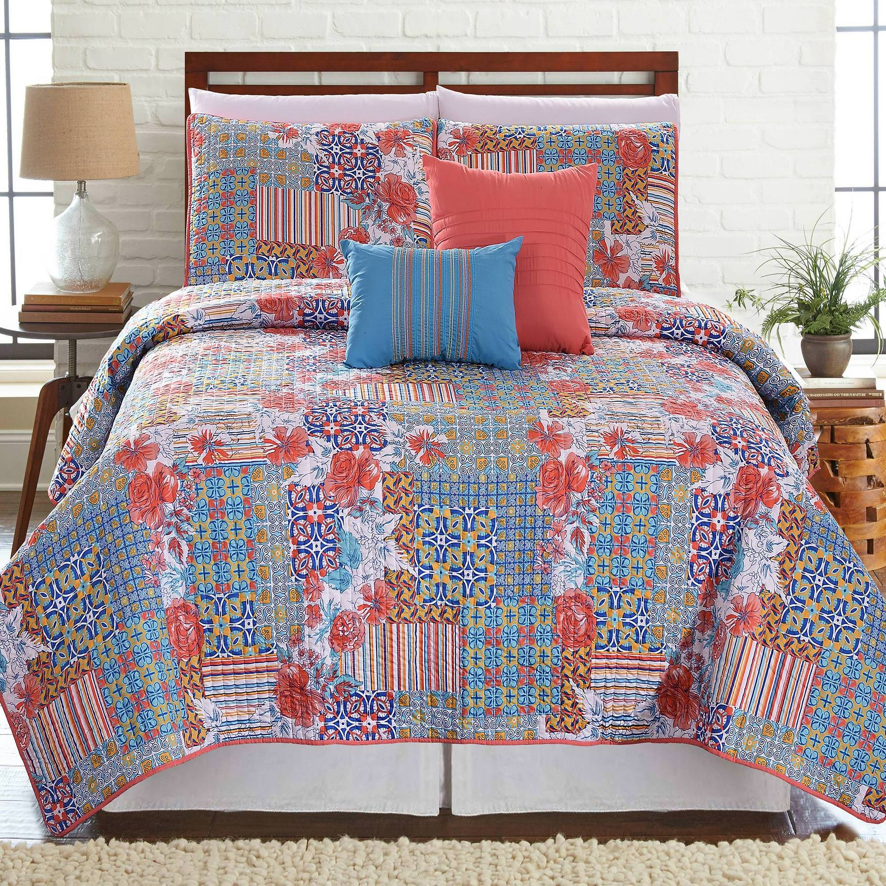 Click here to buy 5 Piece Printed Reversible Quilt Set Bellanova by Amrapur Overseas, Inc..