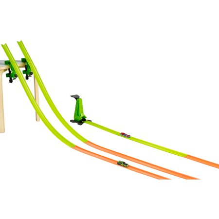 Hot Wheels Tanner Fox Run 30 Feet Track Builder Track Pack