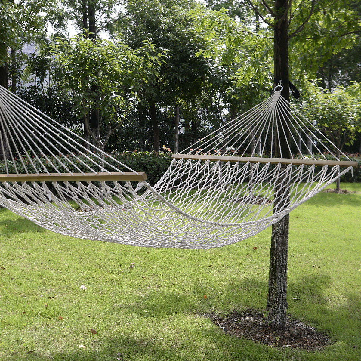 "GHP 78""x59"" 300Lbs Weight Limit 2-Person Portable White Cotton Rope Swing Hammock"