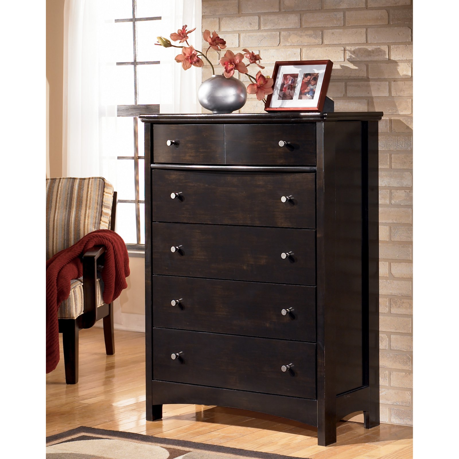 Signature Design by Ashley Harmony 5 Drawer Chest