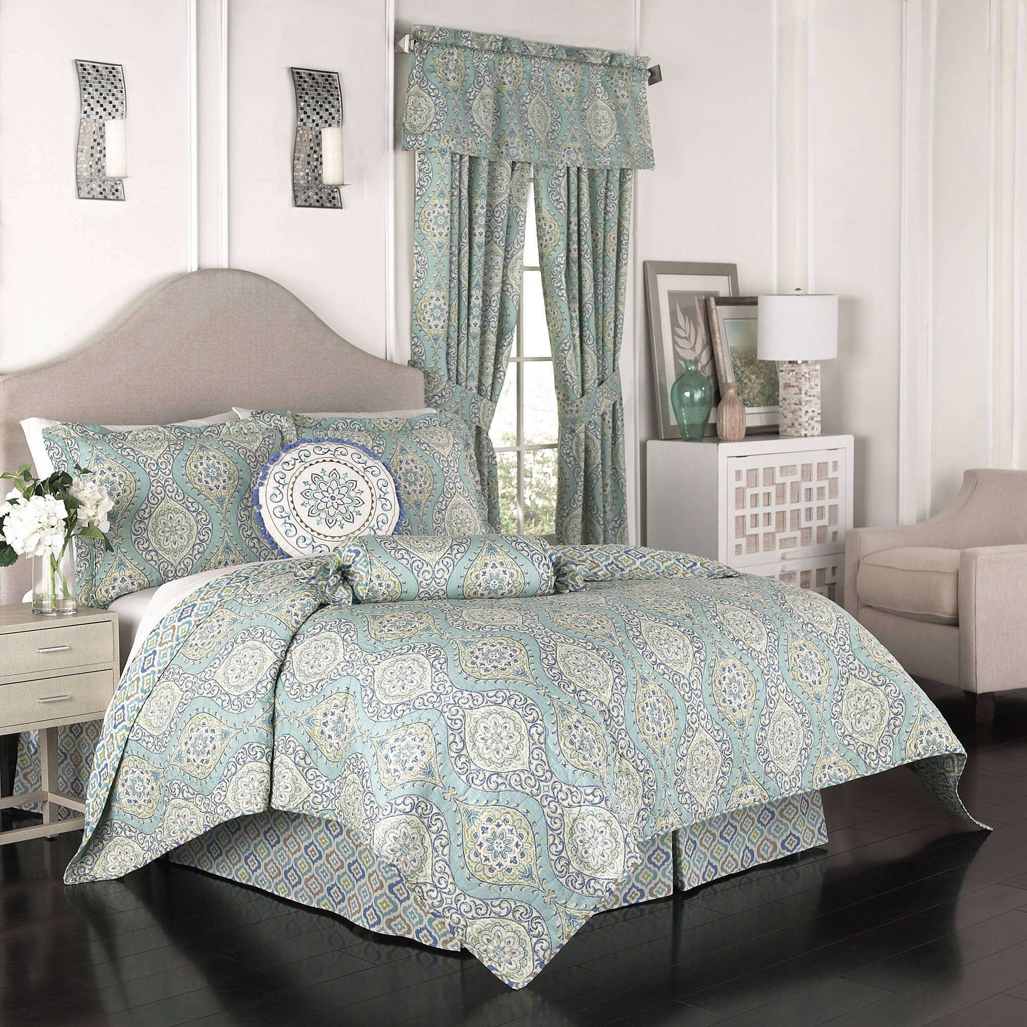 Waverly Moonlight Medallion 4-Piece Quilt Set
