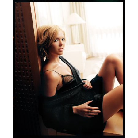 Mandy Moore Mini Poster 11Inx17in Mini Poster