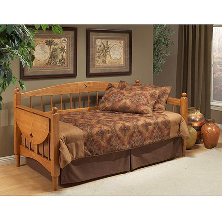 Hillsdale furniture dalton twin wood daybed with tray oak for Sofas comodos y bonitos