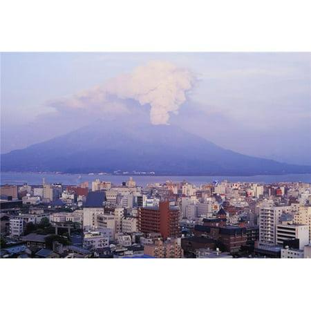 Posterazzi DPI1885114LARGE Mount Sakurajima Erupting In Front of Skyline Poster Print, 38 x 24 - Large - image 1 de 1