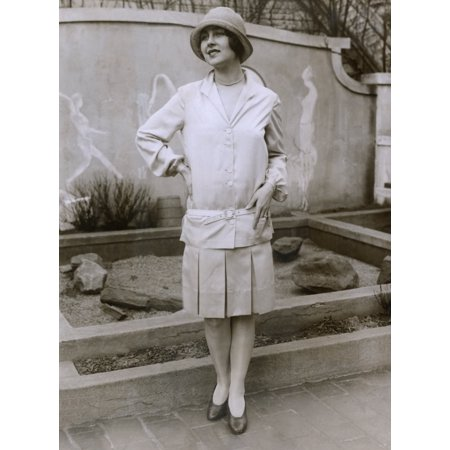 1927 Suit With A Mid-Knee Pleated Skirt And Matching Waistless History ()