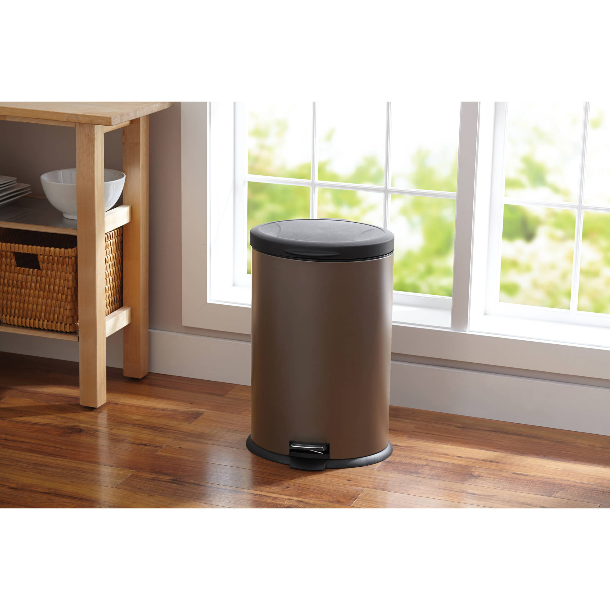 Better Homes and Gardens 10.6-Gallon Oval Trash Can