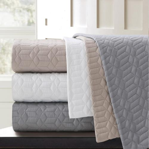 Echelon Home Echelon Laguna Quilted Cotton Coverlet Queen Light Taupe