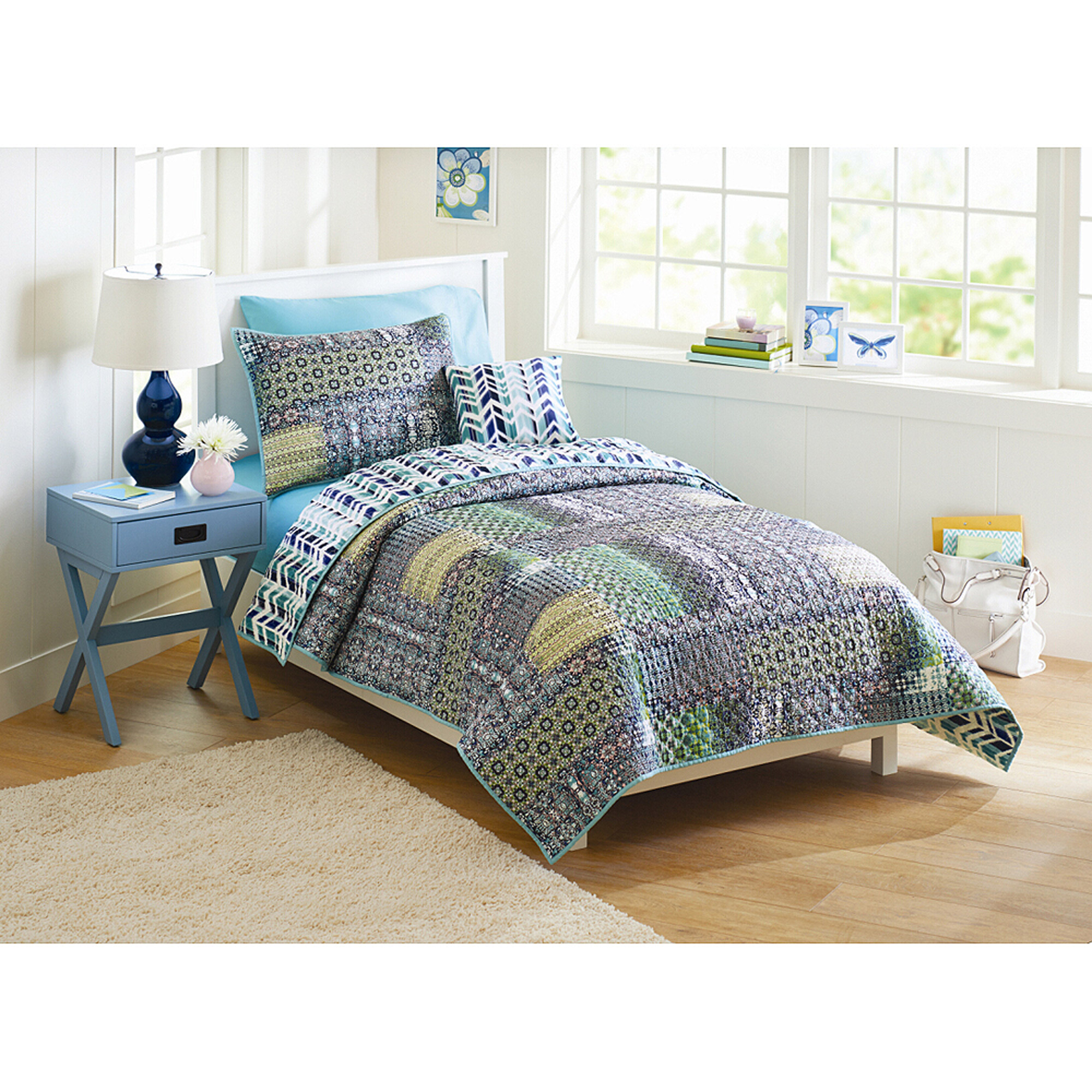 Better Homes and Gardens Global Patchwork Quilt Bedding Set