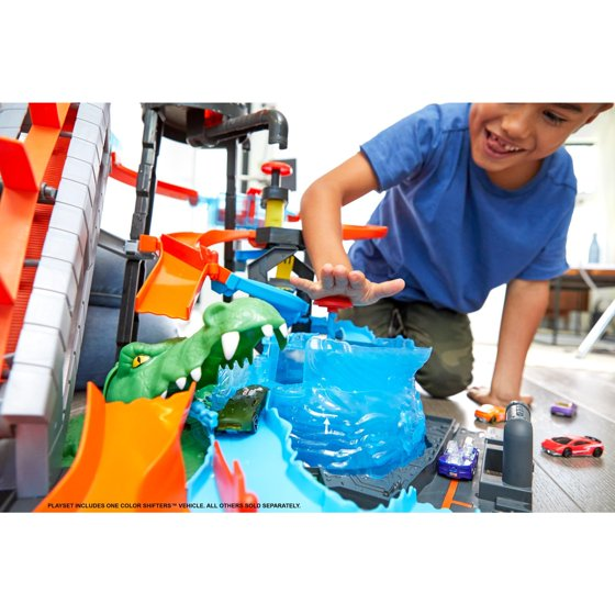 Hot Wheels Ultimate Gator Car Wash Play Set With Color Shifters Car