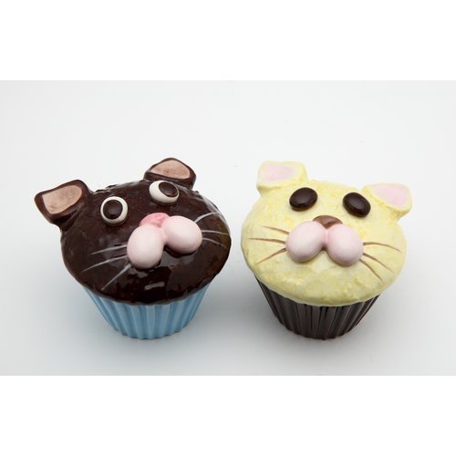 Cosmos Gifts Cat Cupcake Salt and Pepper Set