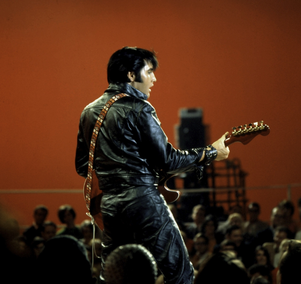 Elvis Presley performing in a leather jacket and pants Photo Print (30 x  24) - Walmart.com