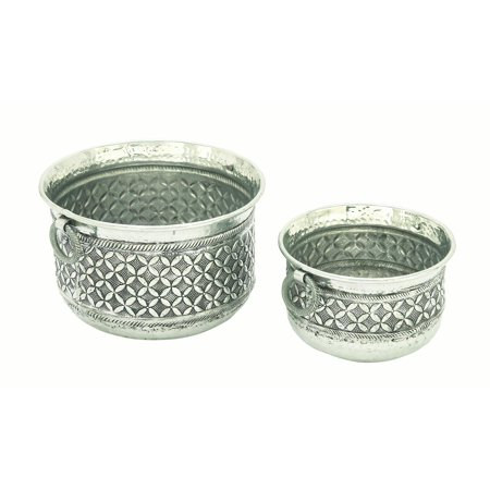Decmode Set of 2 traditional 12 and 15 inch aluminum raised floral trellis planters with ring handles, Silver