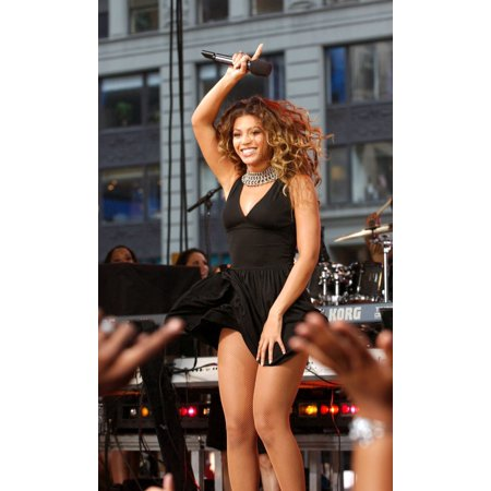 Beyonce On Stage For Abc Good Morning America Concert With Beyonce Times Square New York Ny September 08 2006 Photo By Kristin CallahanEverett Collection - Abc Distributors