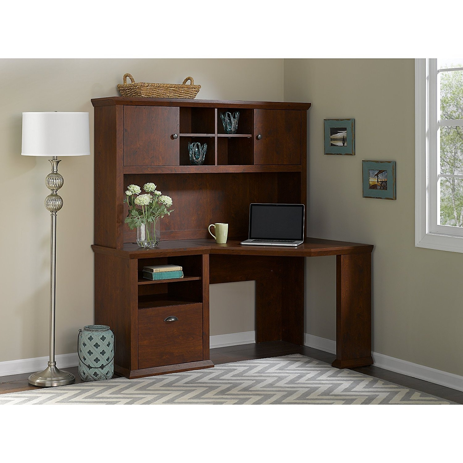 Yorktown Corner Desk with Hutch