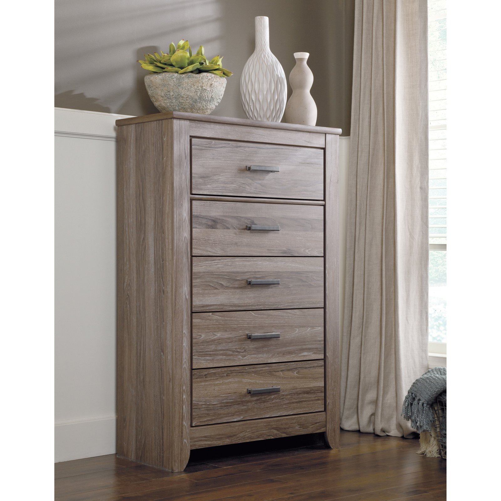 Signature Design by Ashley Zelen 5 Drawer Chest