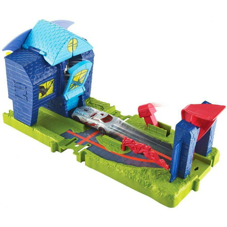 Hot Wheels City Bat Manor Attack Play Set