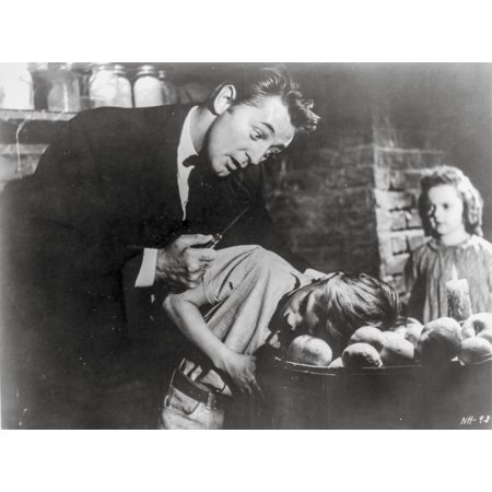 Night Of The Hunter Couple Scene in Black and White Photo (Sexy Black And White Photos Of Couples)
