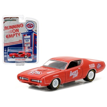 - 1971 Dodge Charger STP 1/64 Diecast Model Car by Greenlight