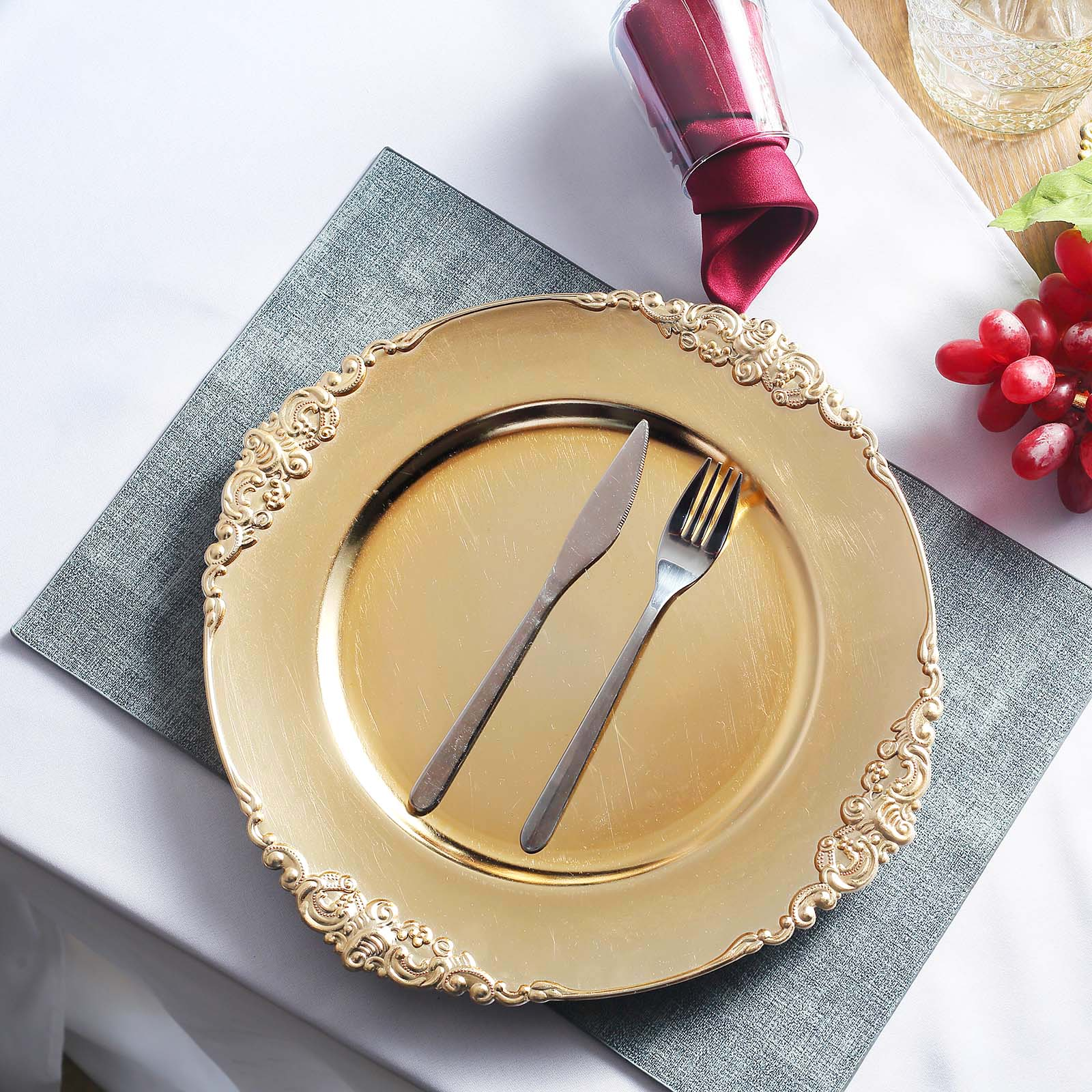 Efavormart 6 Pack 13 Round Clear Plastic Charger Plates With Gold Scalloped Edge For Wedding Decor