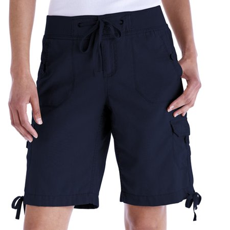 These women's Lee shorts are a great addition to your everyday wardrobe. The relaxed Bermuda design and cargo pockets provide you with exceptional comfort for your active lifestyle.