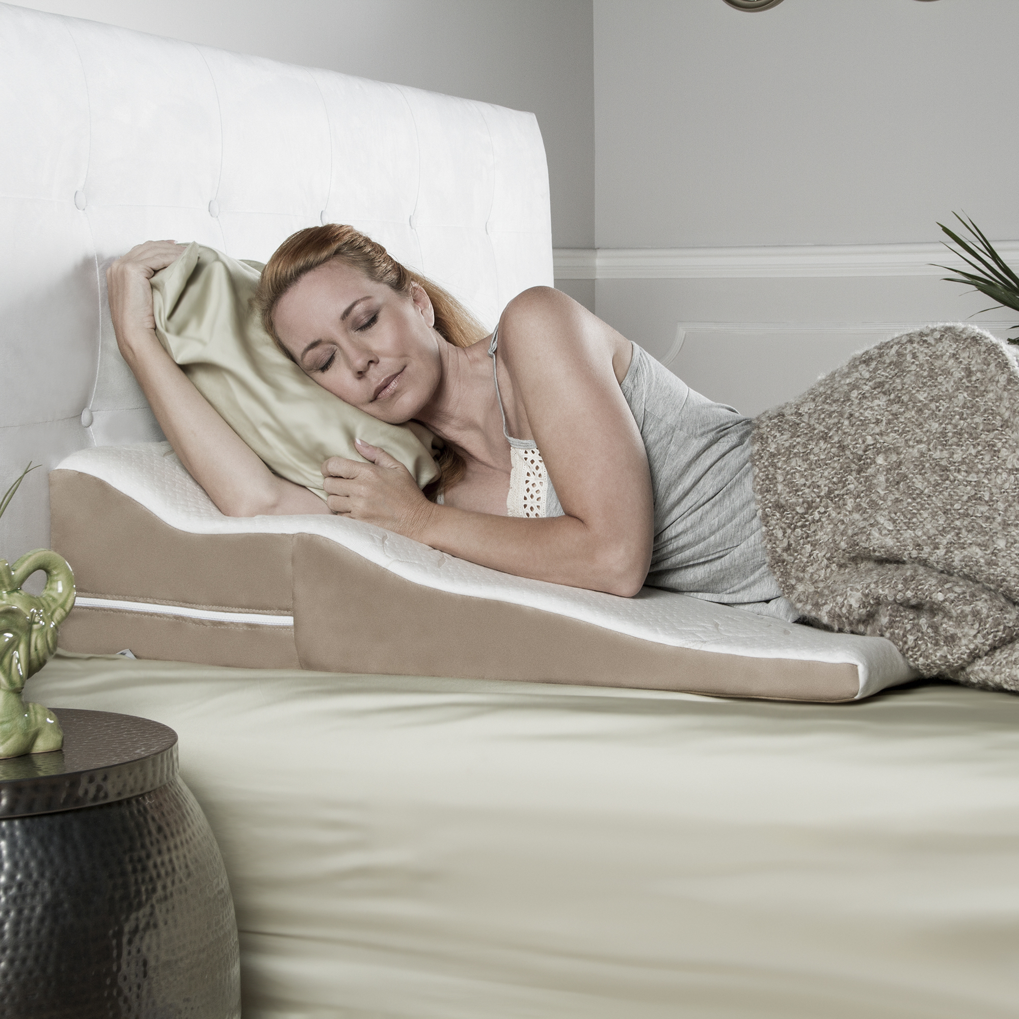 Avana Contoured Bed Wedge Support Pillow With Bamboo Cover