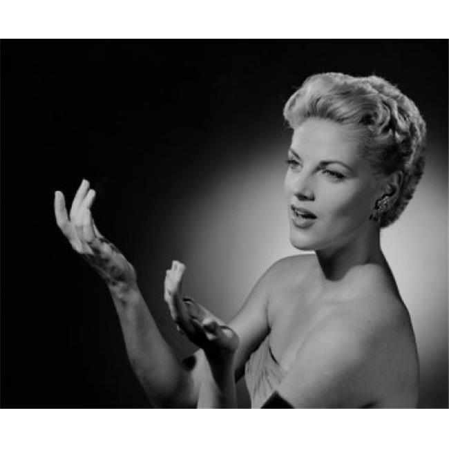Posterazzi SAL255419023 Portrait of Mid Adult Woman Gesturing Poster Print - 18 x 24 in. - image 1 de 1