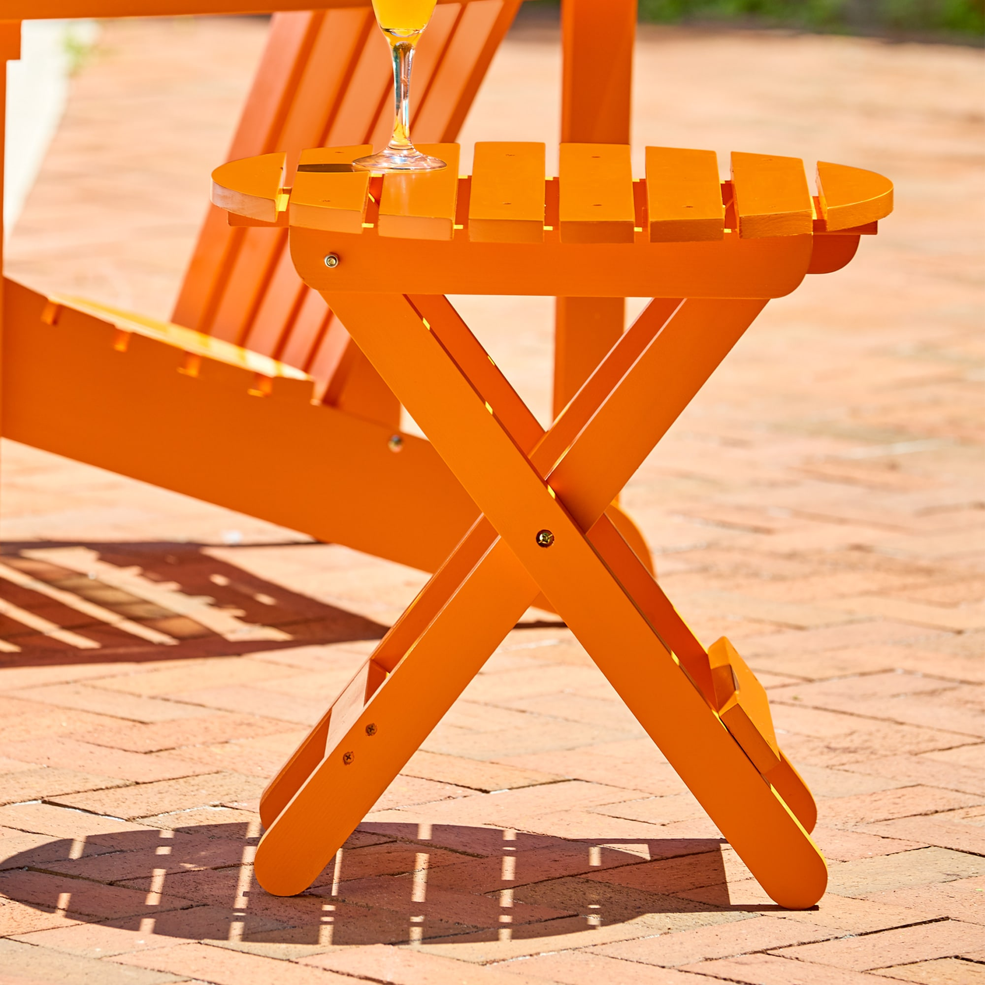 Shine Company Adirondack Round Folding Table - Tangerine