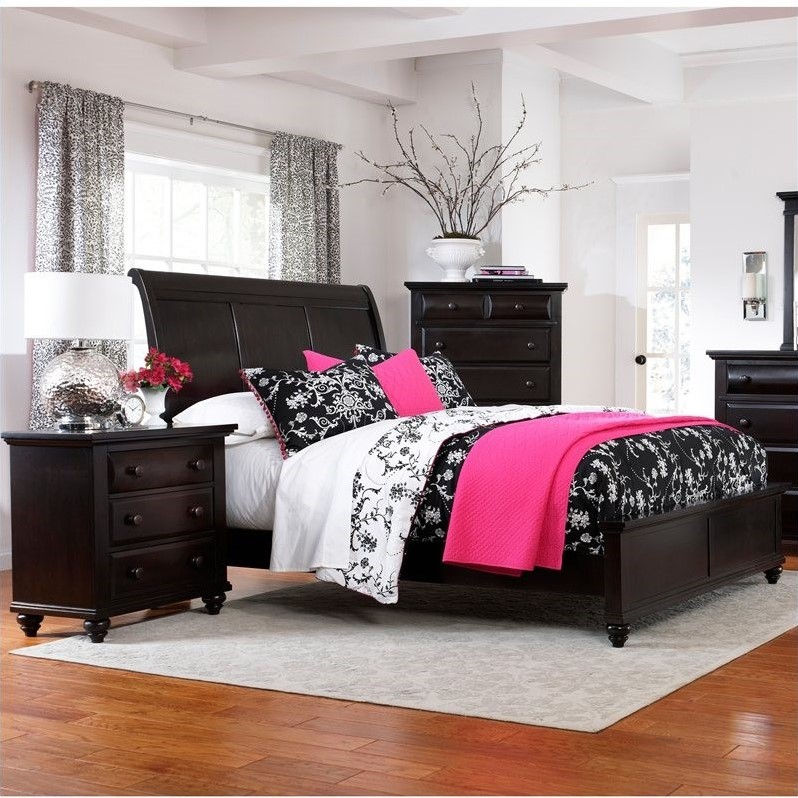 Broyhill Farnsworth Sleigh Bed 3 Piece Bedroom Set in Inky Black Stain