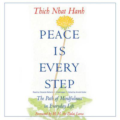 Peace Is Every Step : The Path of Mindfulness in Everyday (Noble 8 Fold Path Thich Nhat Hanh)