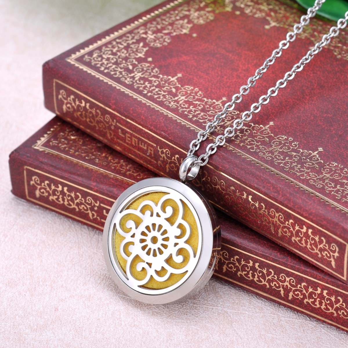 Chinese Knot Essential Oil Diffuser Aromatherapy Perfume Jewelry Necklace Locket