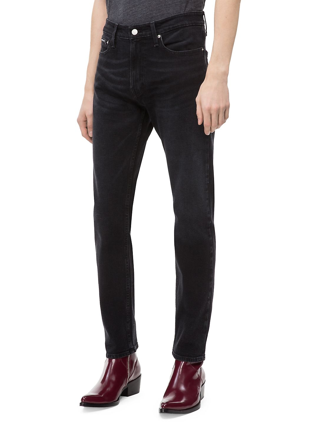 056 Athletic Tapered Fit Jeans