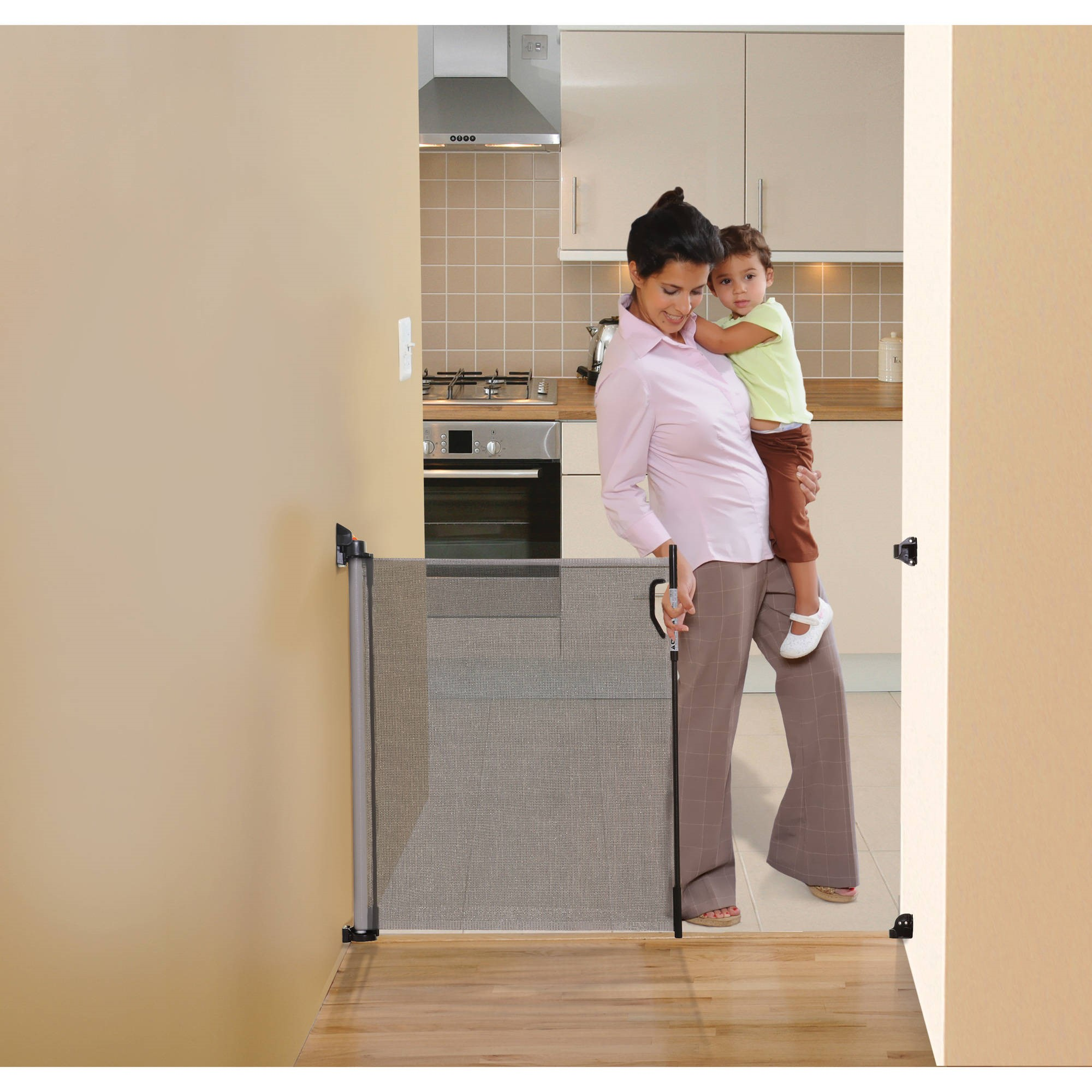Dreambaby Indoor/Outdoor Retractable Gate- Grey