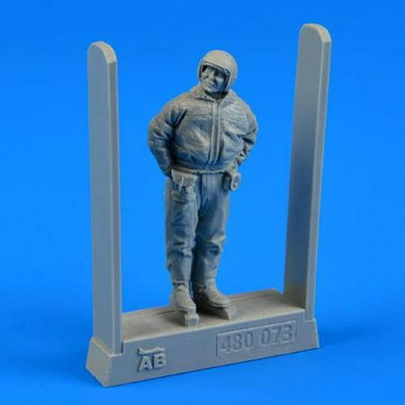 AeroBonus 1:48 Soviet Air Force Fighter Pilot Winter Suit - Figure Kit