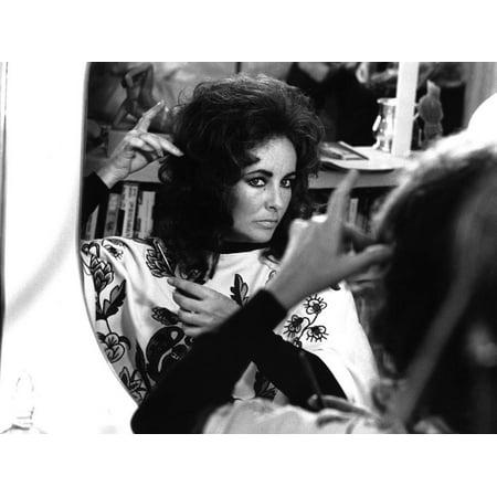 Une Belle Tigresse ZEE & CO by Brian Hutton with Elizabeth Taylor, 1972 (b/w photo) Print Wall Art (Belles Photos D'halloween)
