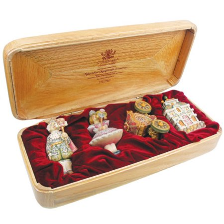 The Holiday Aisle Fifield 4 Piece Deluxe Masuerade Ball Ornament Set